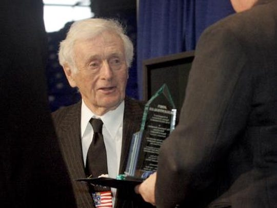 John Seigenthaler, the founder of the First Amendment Center, was presented with an award as he was inducted into the 2013 Tennessee Journalism Hall of Fame. He died on Friday.