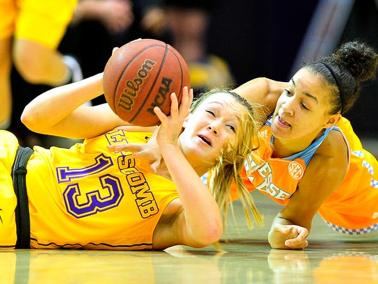 Tennessee guard Andraya Carter, right, fights for a