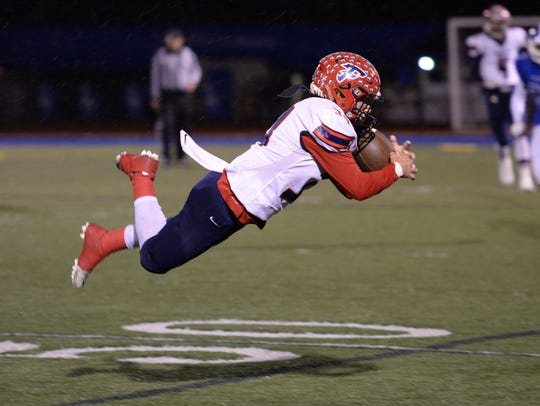 Franklin's Mario Diponio intercepts a pass.
