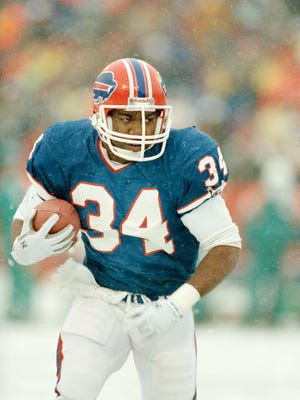 Thurman Thomas runs the ball against the Dolphins on Jan. 12, 1990.