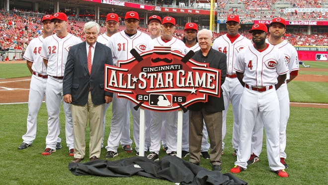 2014 and former Reds All-Stars pose with the 2015 All-Star game logo and Reds president and CEO Bob Castellini (front left) and GM Walt Jocketty (front right).