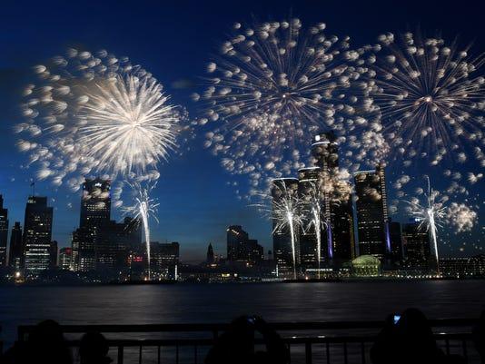 636655677850165980-2018-0625-rb-me-fireworks101.jpg