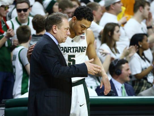 Michigan State coach Tom Izzo talks to guard Bryn Forbes.