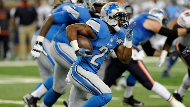 Detroit Lions running back Ameer Abdullah runs for yardage against the Chicago Bears during the first half of their Oct. 18 game in Detroit.