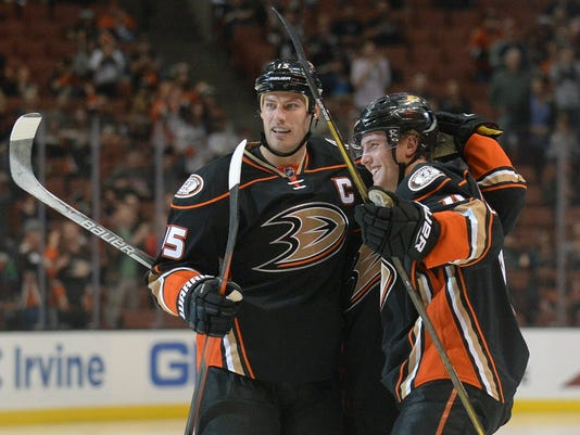 USP NHL: VANCOUVER CANUCKS AT ANAHEIM DUCKS S HKN USA CA