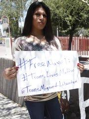 Danissa Castello, de 25 años, pide por la liberación de su amiga y activista Nayeli Charolet quien, como ella, es una mujer transgénero y migrante.