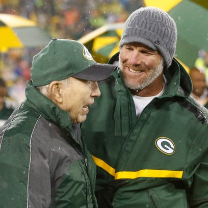 Brett Favre smiles with Bart Starr during a halftime
