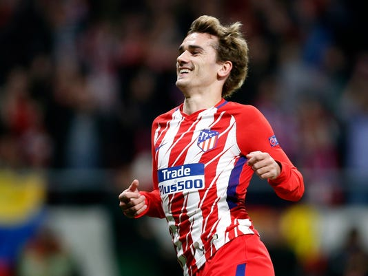 Atletico's Antoine Griezmann celebrates after scoring his side's second goal during the Europa League quarterfinal first leg soccer match between Atletico Madrid and Sporting CP at the Metropolitano stadium in Madrid, Thursday, April 5, 2018. (AP Photo/Francisco Seco)