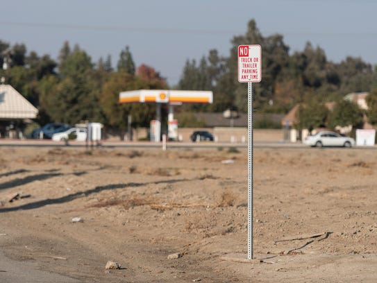 Planning commission folds to southeast visalia residents many residents near the southeast corner of caldwell solutioingenieria Choice Image