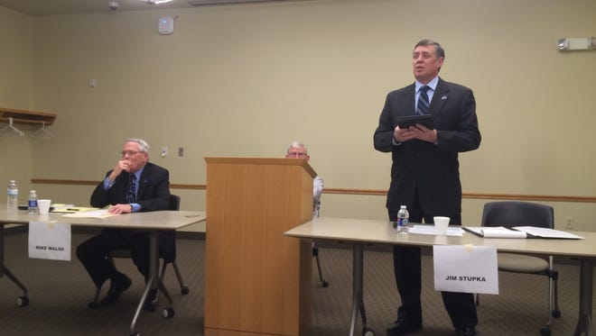 De Pere mayoral candidates answered questions at a League of Women Voters forum on Tuesday, March 22, 2016.
