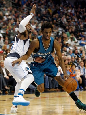 Minnesota Timberwolves forward Andrew Wiggins, right, drives against Dallas Mavericks forward Wesley Matthews during the first half of an NBA basketball game, Sunday, Jan. 15, 2017, in Dallas.
