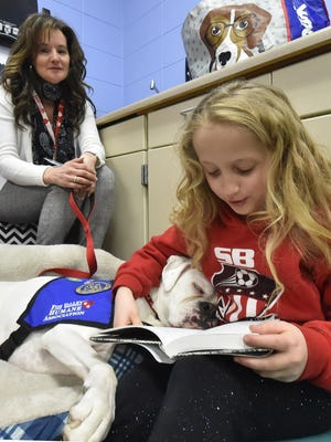 Sunrise Elementary School fourth grade student June VanLieshout reads to Igloo, a therapy dog who is handled by Julie LaLuzerne of the Therapy Dog Program of Door County. Tina M. Gohr/USA TODAY NETWORK-Wisconsin