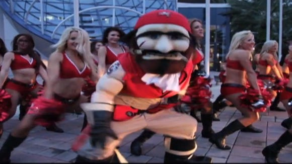 2012-09-26-tampa-bay-bucs-cheerleaders-gangnam