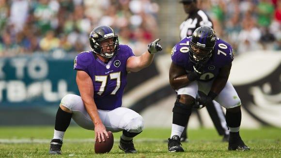 10 01 2012 Matt Birk snapping for Ravens