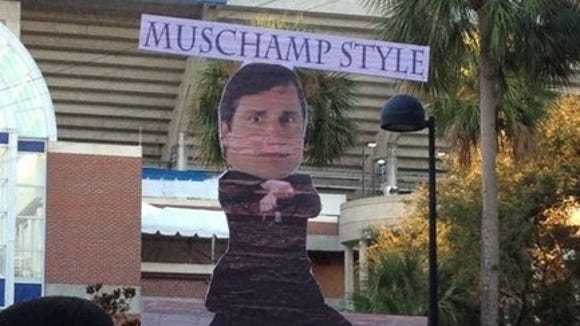 2012-10-20-GameDay-sign-7