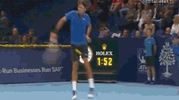 2012-10-28 Federer shot