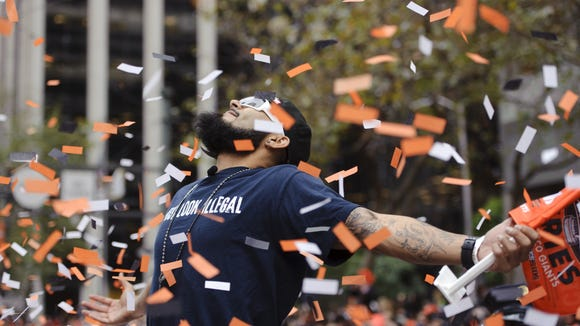 2012-11-5-giants-parade-romo