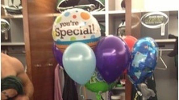 20121121tebowballoon