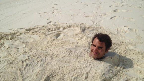 2012-11-26 Federer sand