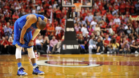 12-25-russell-westbrook-bent-over-thunder-heat