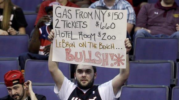 2013-04-10 LeBron James Heat fan sign