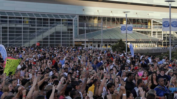 Thousands of auditioners line up for thier chance to become the next AMERICAN IDOL at the New Orleans Arena