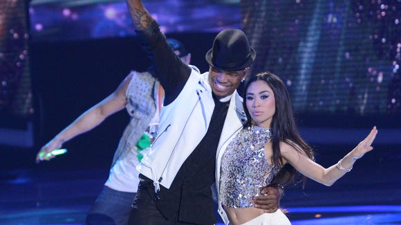 Ne-Yo and Jessica Sanchez perform together on AMERICAN IDOL.
