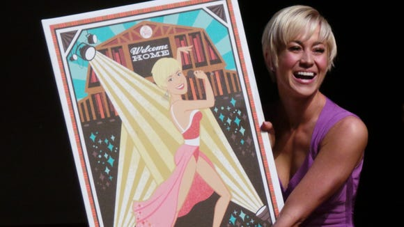 """Kellie Pickler receives a """"Welcome Home"""" print at the Grand Ole Opry."""