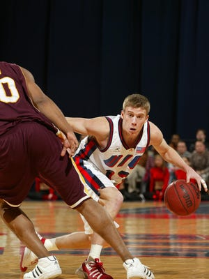 Forreston's Jonathan Schneiderman scored 831 career points with 223 career assists at the University of Illinois-Chicago.