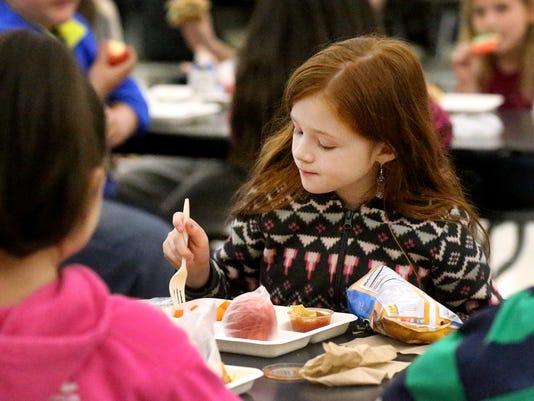 635914049093563048-03-school-lunches.jpg