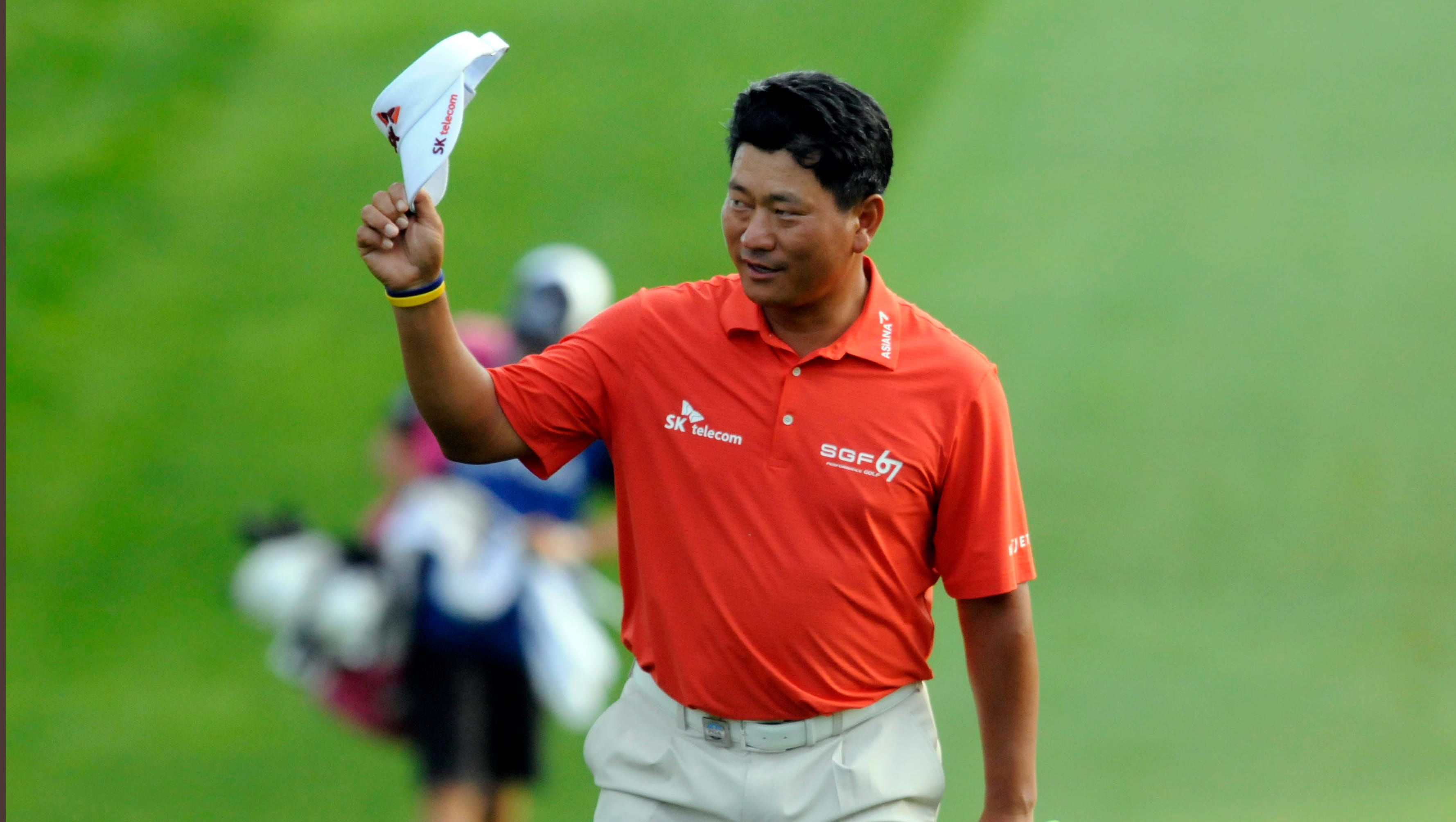 K.J. Choi tips his cap as he walks to the green on the 18th hole.