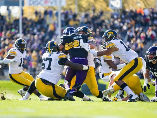 635807084893332685-Northwestern-vs-Iowa-Football-10-17-15-000019