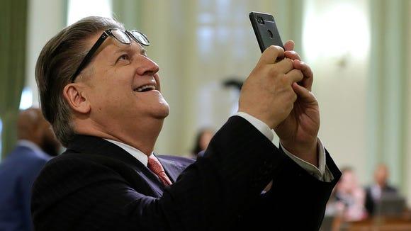 California State Sen. Bob Hertzberg, D-Van Nuys, uses