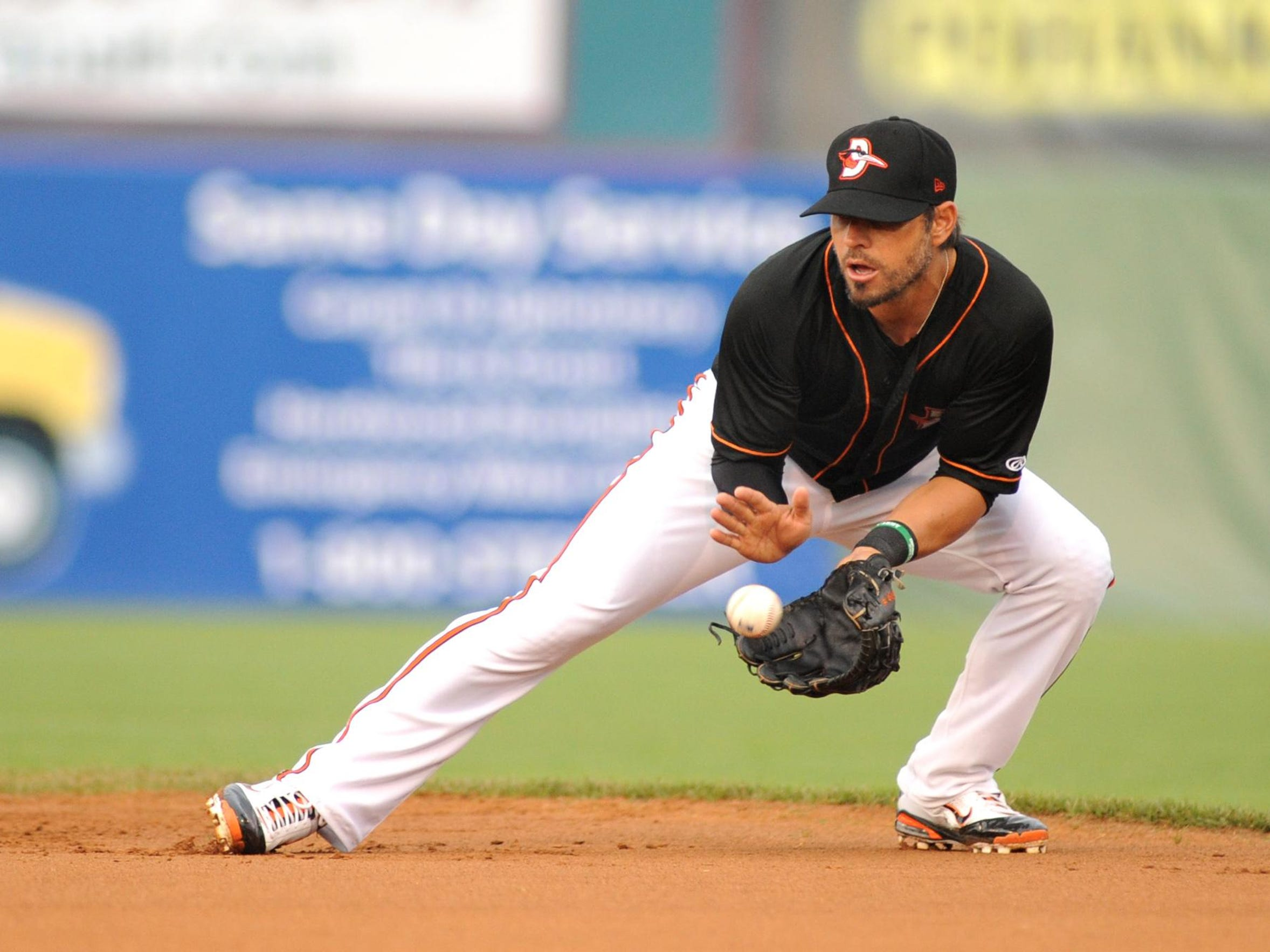 Brian Roberts fields a grounder for the Shorebirds