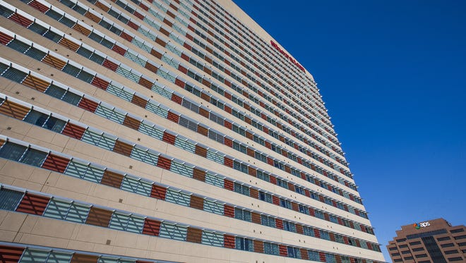 More than a year after Phoenix accepted a $300 million offer to selltheSheraton Grand Phoenix, the city has yet to close with the buyer.