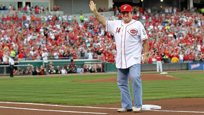The Cincinnati Reds and fans celebrate on Sept. 11, 2010, the 25th anniversary of Pete Rose's breaking the hit record.