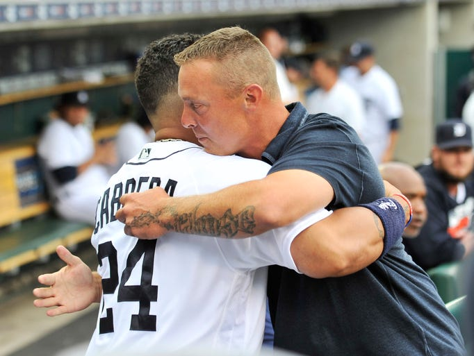 Former Tiger Brandon Inge hugs Miguel Cabrera before