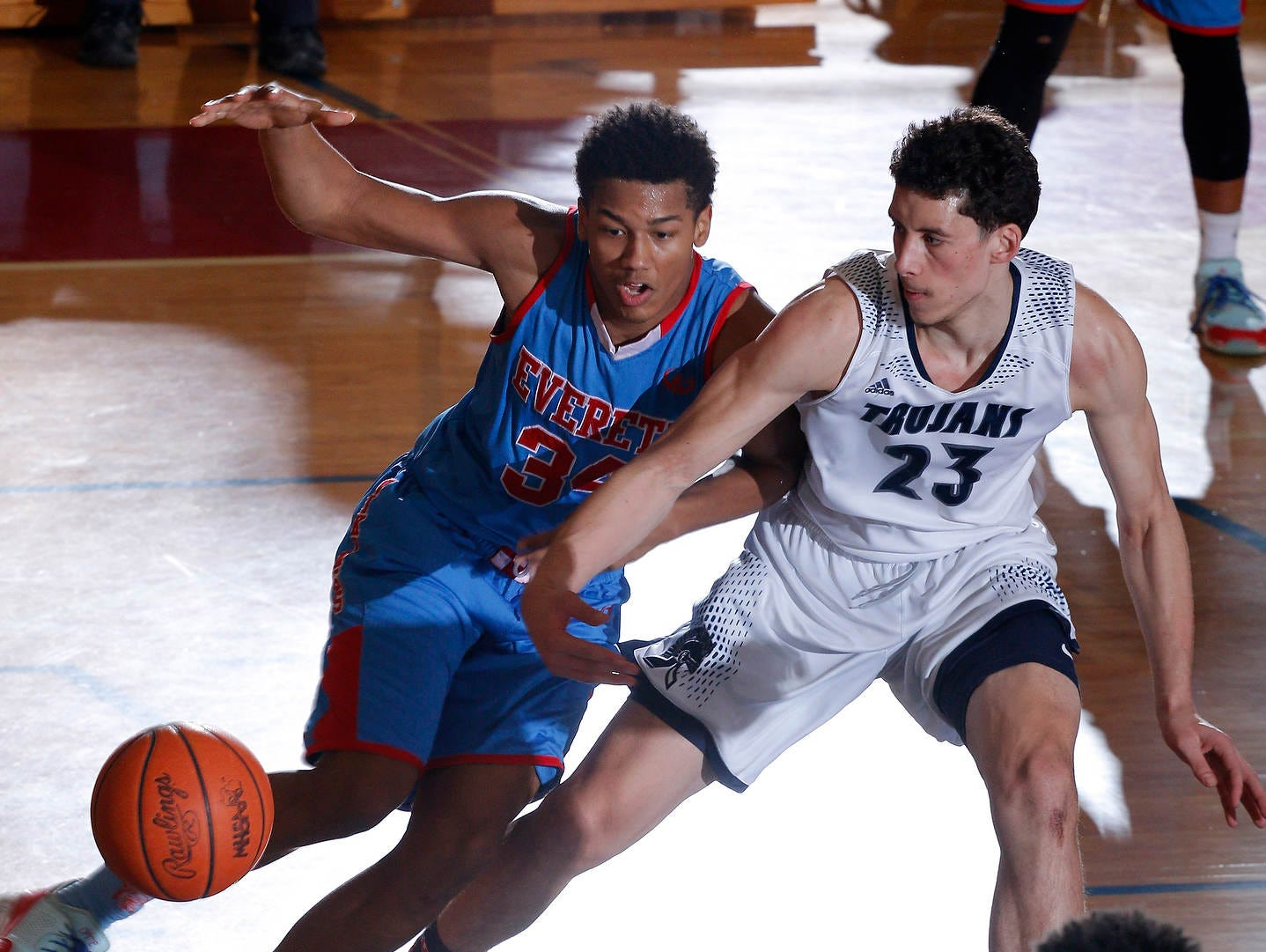 East Lansing's Brandon Johns and Everett's Diego Robinson battle for the ball during their regional final game Wednesday.