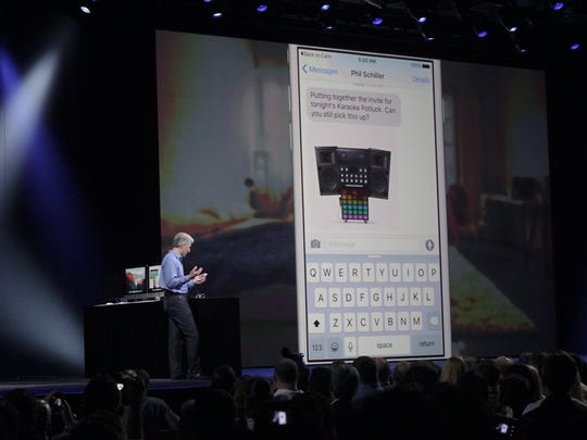 Apple shows off how Siri will interact with messages.