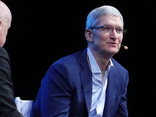 Apple's Tim Cook meets with Pope Francis