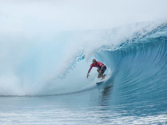Kelly Slater scores a perfect 20.0 heat in  Round Five at the Billabong Pro Tahiti.