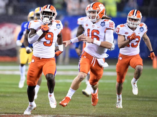 Clemson-Trevor_and_Travis_Football_30633.jpg