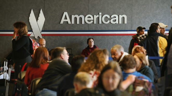 American Airlines apologized for an inoffensive note left on a deaf couple's luggage.