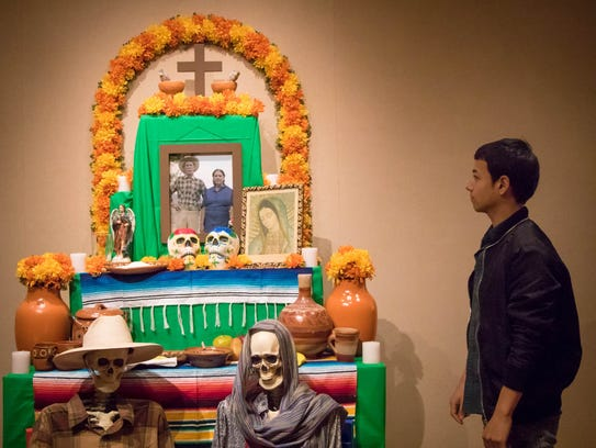 An ofrenda created by Leonardo Hernandez is titled