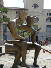 """""""Conversation"""" is a sculptor by French artist Etienne"""