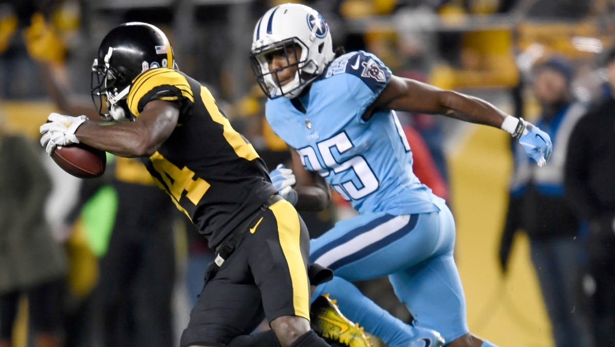 Steelers wide receiver Antonio Brown (84) races up the field with a catch defended by Titans cornerback Adoree' Jackson (25) during the first half at Heinz Field Thursday, Nov. 16, 2017 in Pittsburgh, Pa.