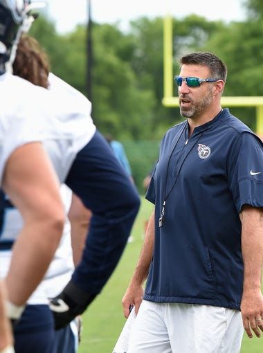 Titans head coach Mike Vrabel talks with his players during practice at Saint Thomas Sports Park Wednesday, June 13, 2018, in Nashville , Tenn.
