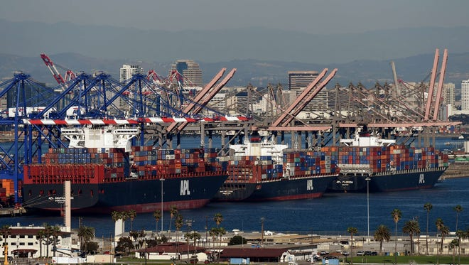 U.S. exports are expected to show a decline in the fourth quarter, tempering economic growth.