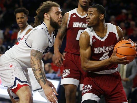 Richmond's Julius Johnson, left,  pressures Massachusetts' Unique McLean during an NCAA college basketball game, Wednesday, Feb. 28, 2018 in Richmond, Va. (Joe Mahoney/Richmond Times-Dispatch via AP)