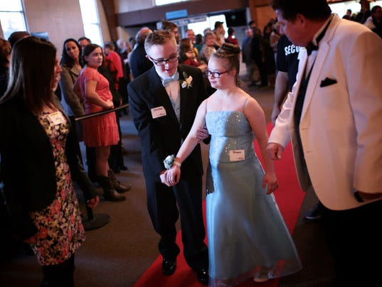 635909142962722832-NightToShine-021216-SG02.JPG